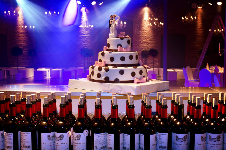 Huwelijk_wijn_taart